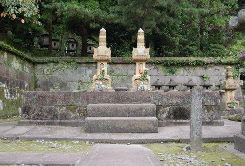 shimadu-nariaki-haka.jpg