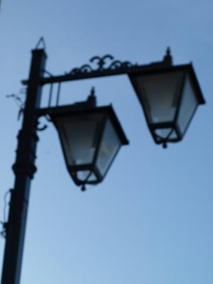 夕闇の街頭