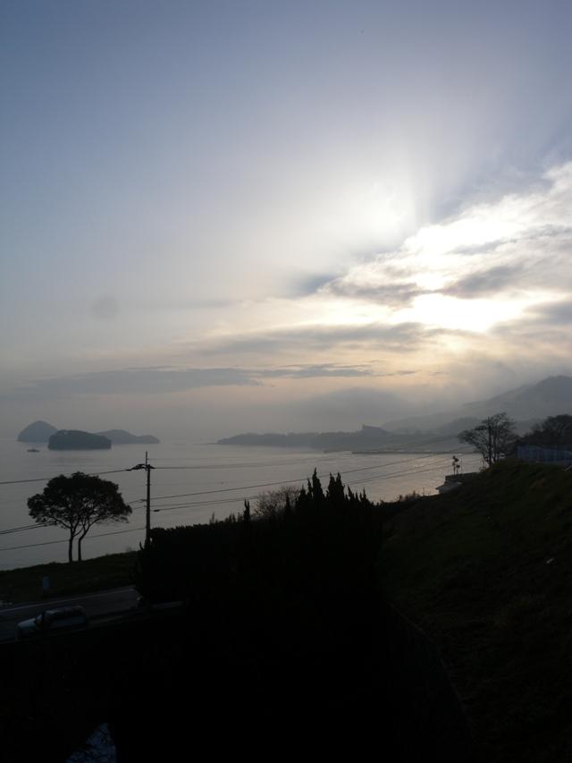 霞む朝日1