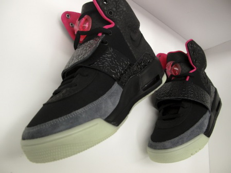 nike-air-yeezy-black-grey-fire-red-01.jpg