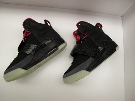 nike-air-yeezy-black-grey-fire-red-05.jpg