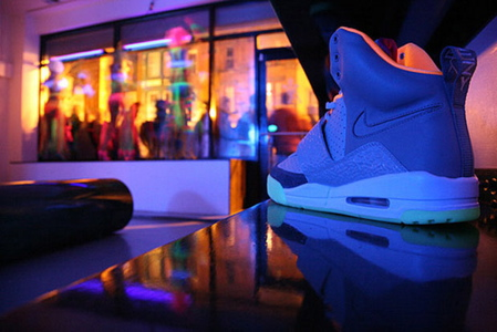 nike-air-yeezy-launch-00.jpg