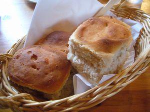 ガムラスタン 自家製のパン