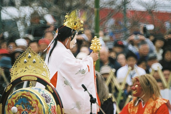 東金砂神社田楽舞第三段・巫女舞 (本丸祭場)