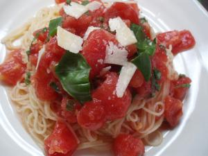 09夏トマトとバジルのパスタ