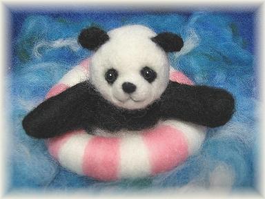 羊毛フェルト☆海でぷかぷかパンダ
