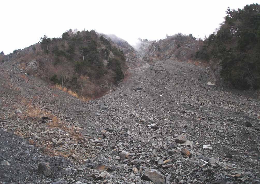 大谷崩れ北側支沢から崩壊続くガレ