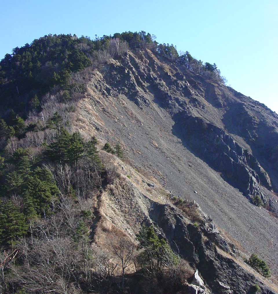 大谷崩八紘嶺捜索 010 新窪乗越先のピークから大谷嶺