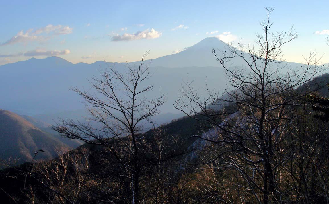 八紘嶺への途中から富士山方面