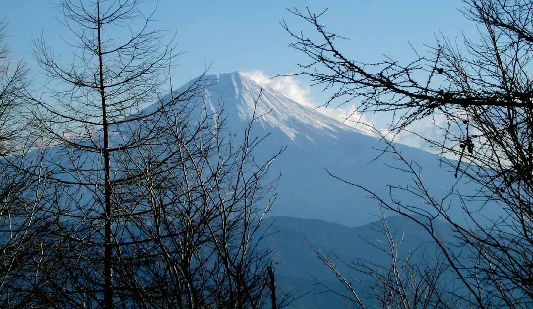 八紘嶺からの富士山(強風の様子)