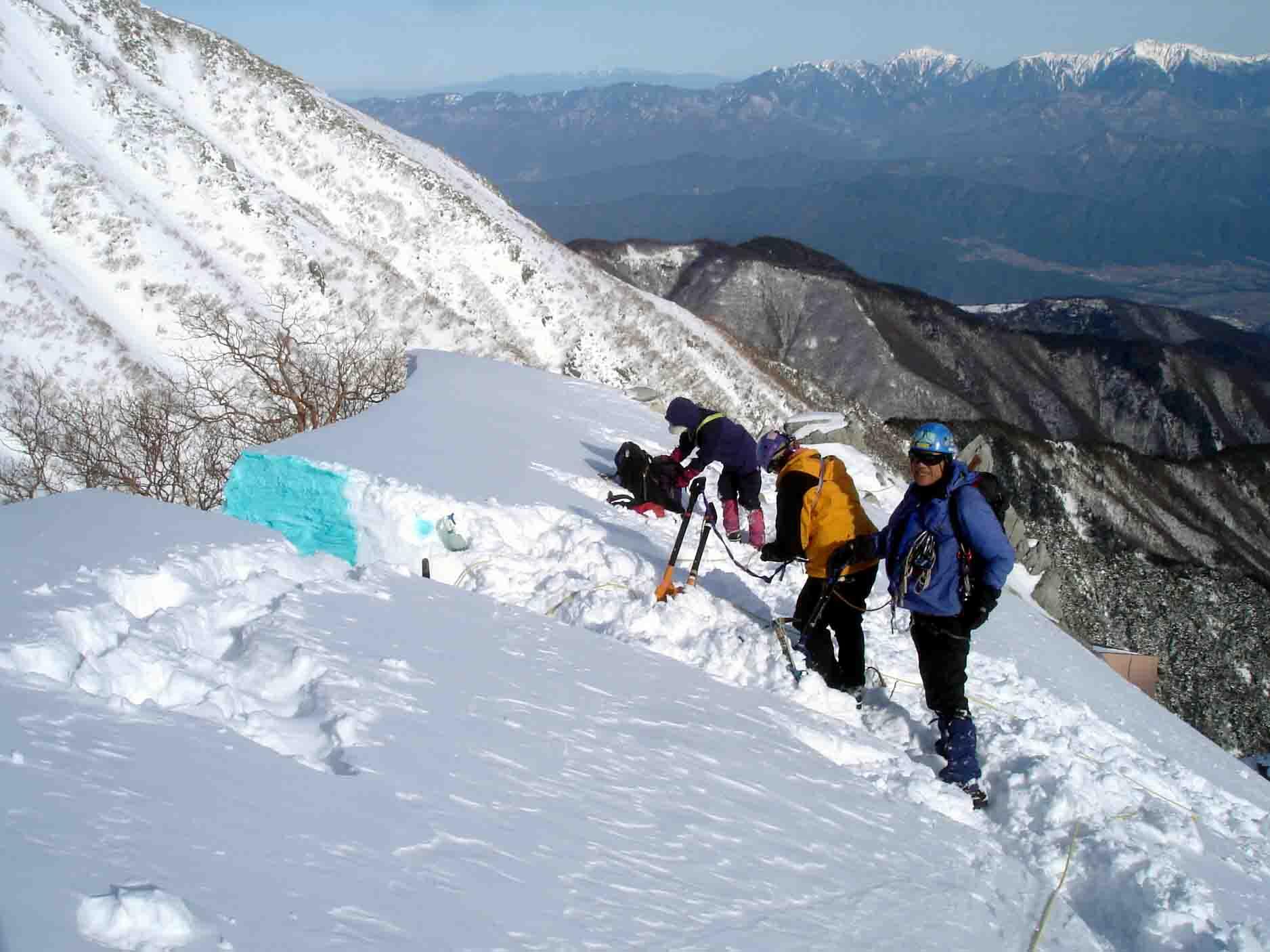 雪庇断面観察掘り出し作業終了 DSC05561