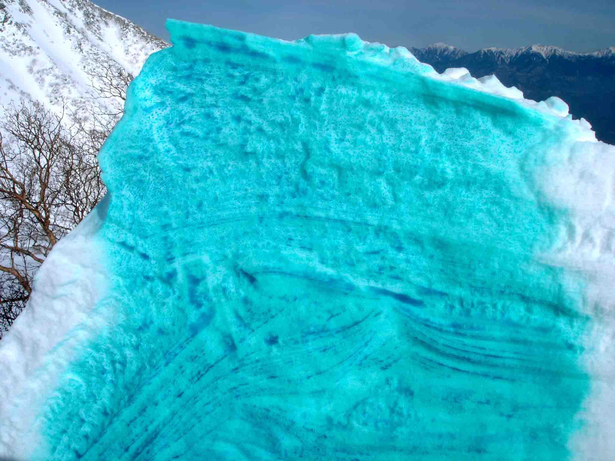 雪庇断面層の着色 DSC05542