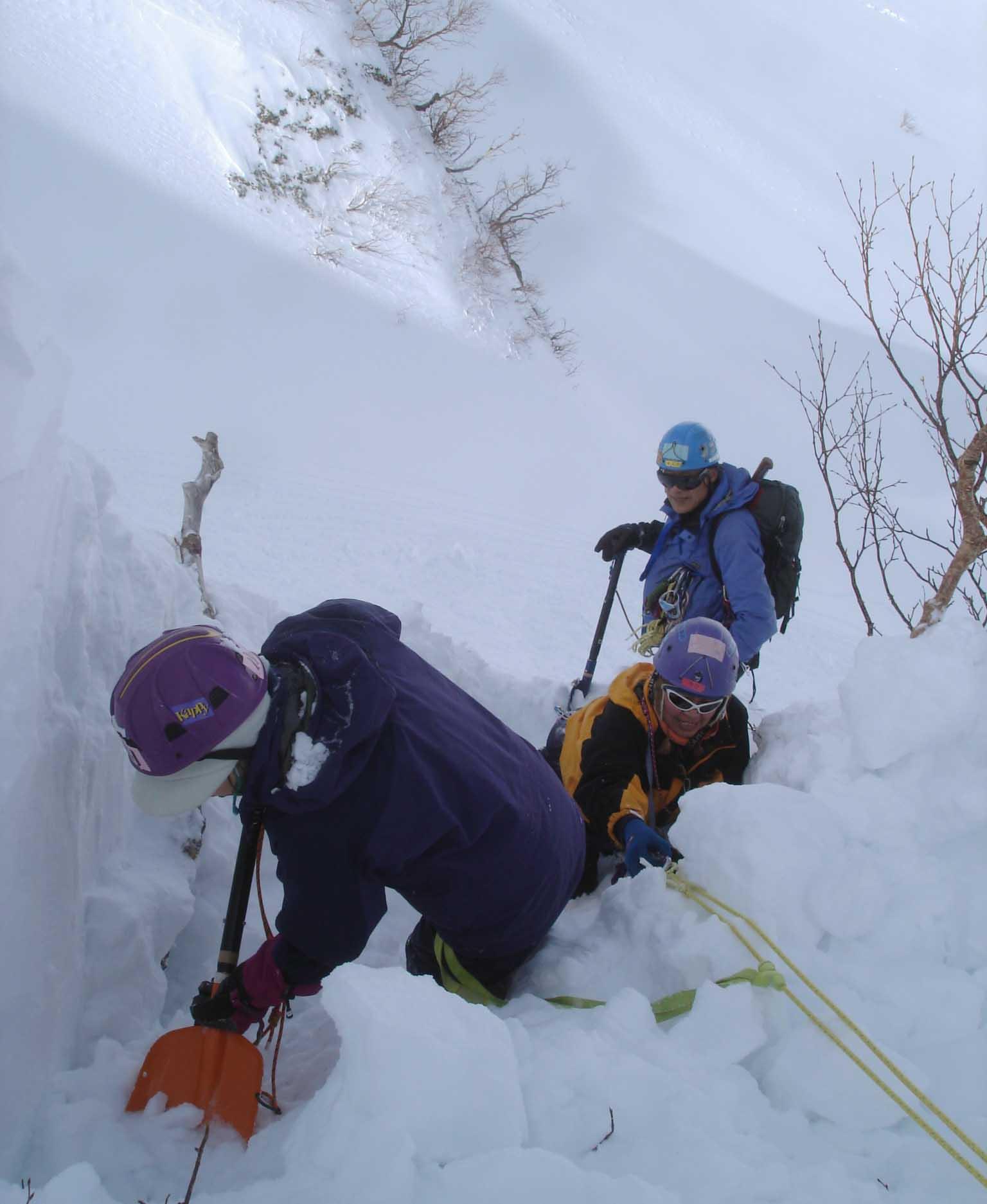 雪庇の掘り出し DSC05532
