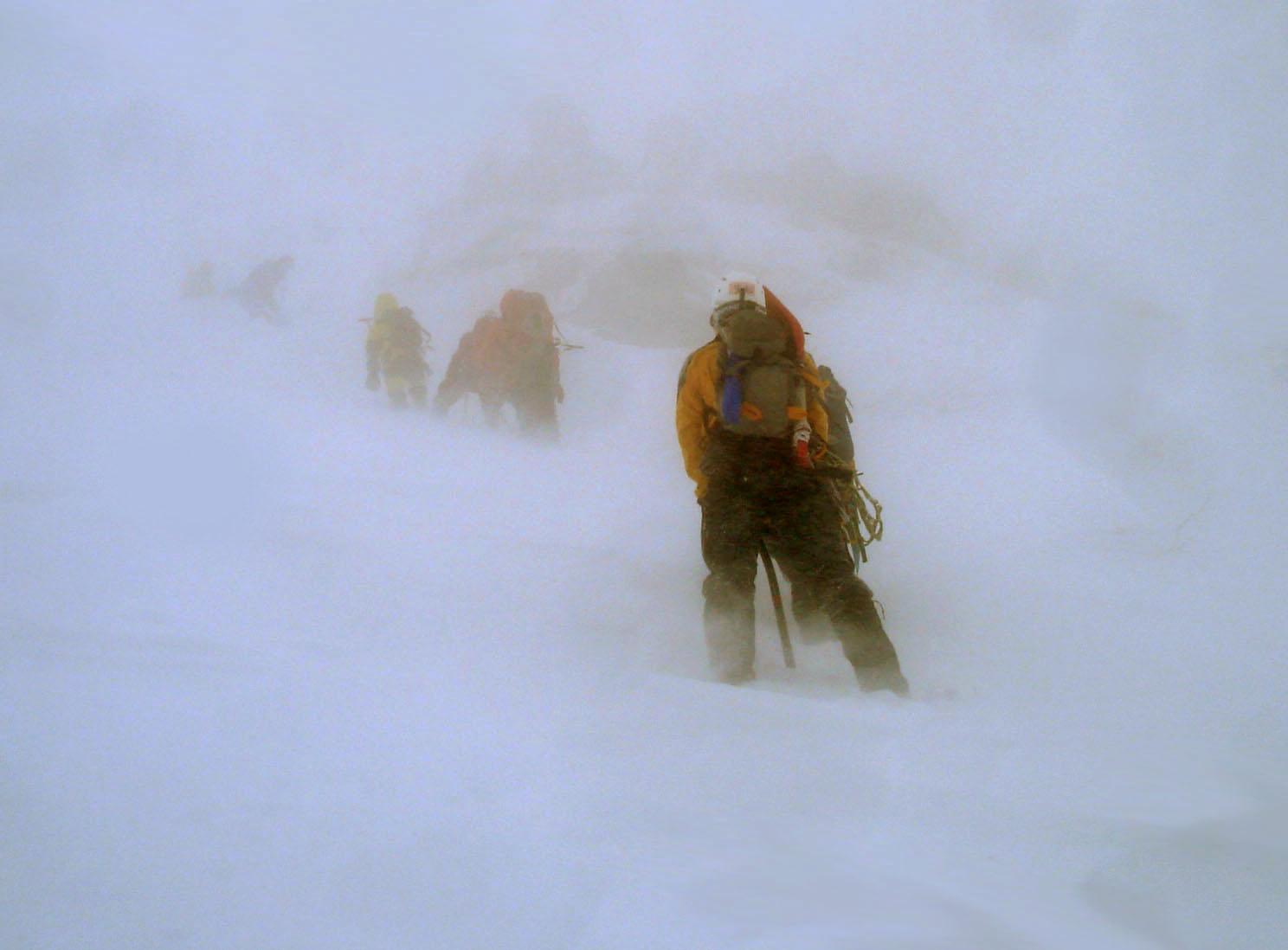 雪庇観察地点へ向かうが・・・ DSC05627