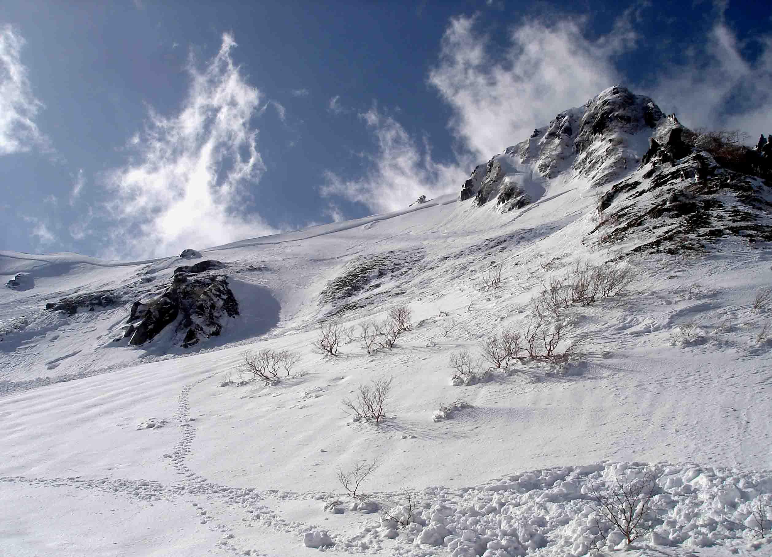 極楽平側の雪崩跡(破断面) DSC05681