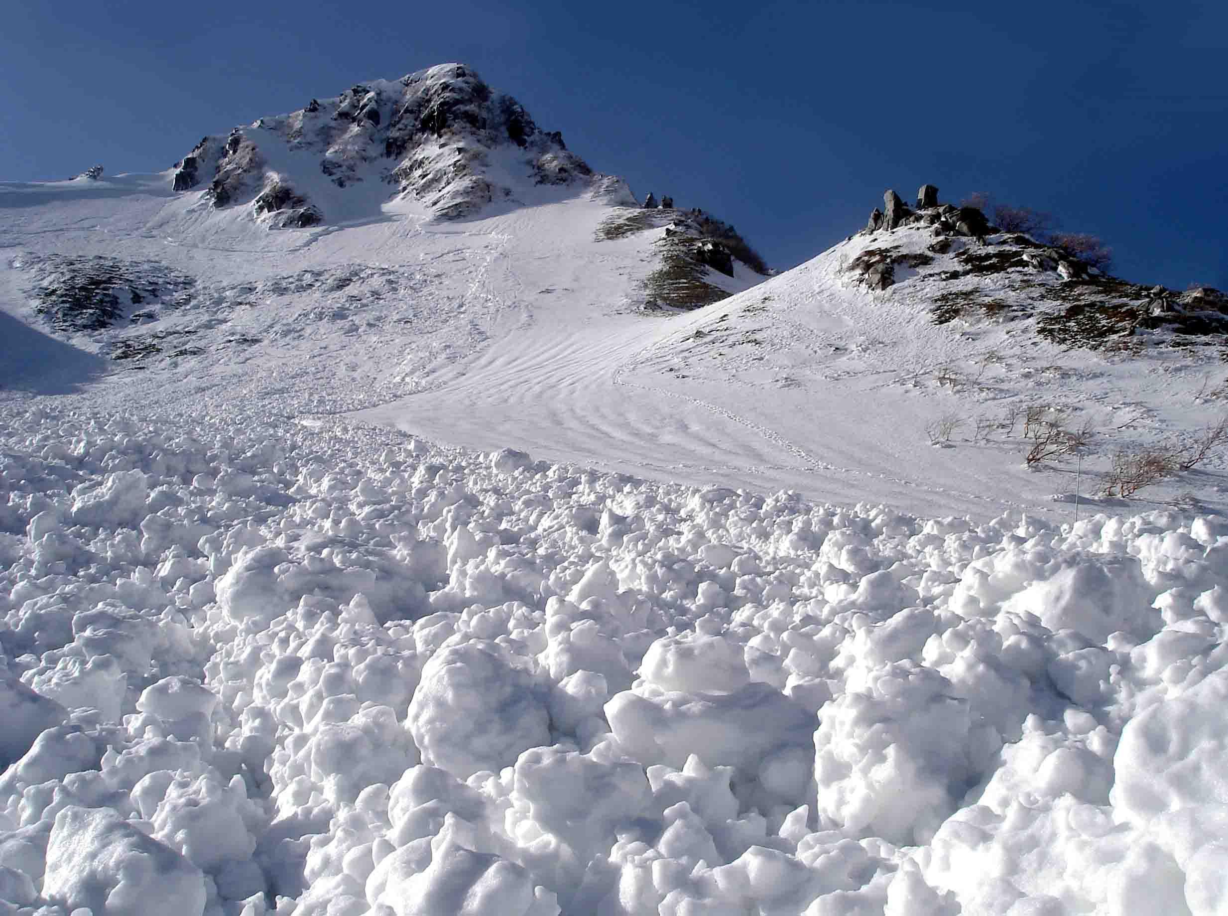 極楽平側雪崩デブリにて DSC05710