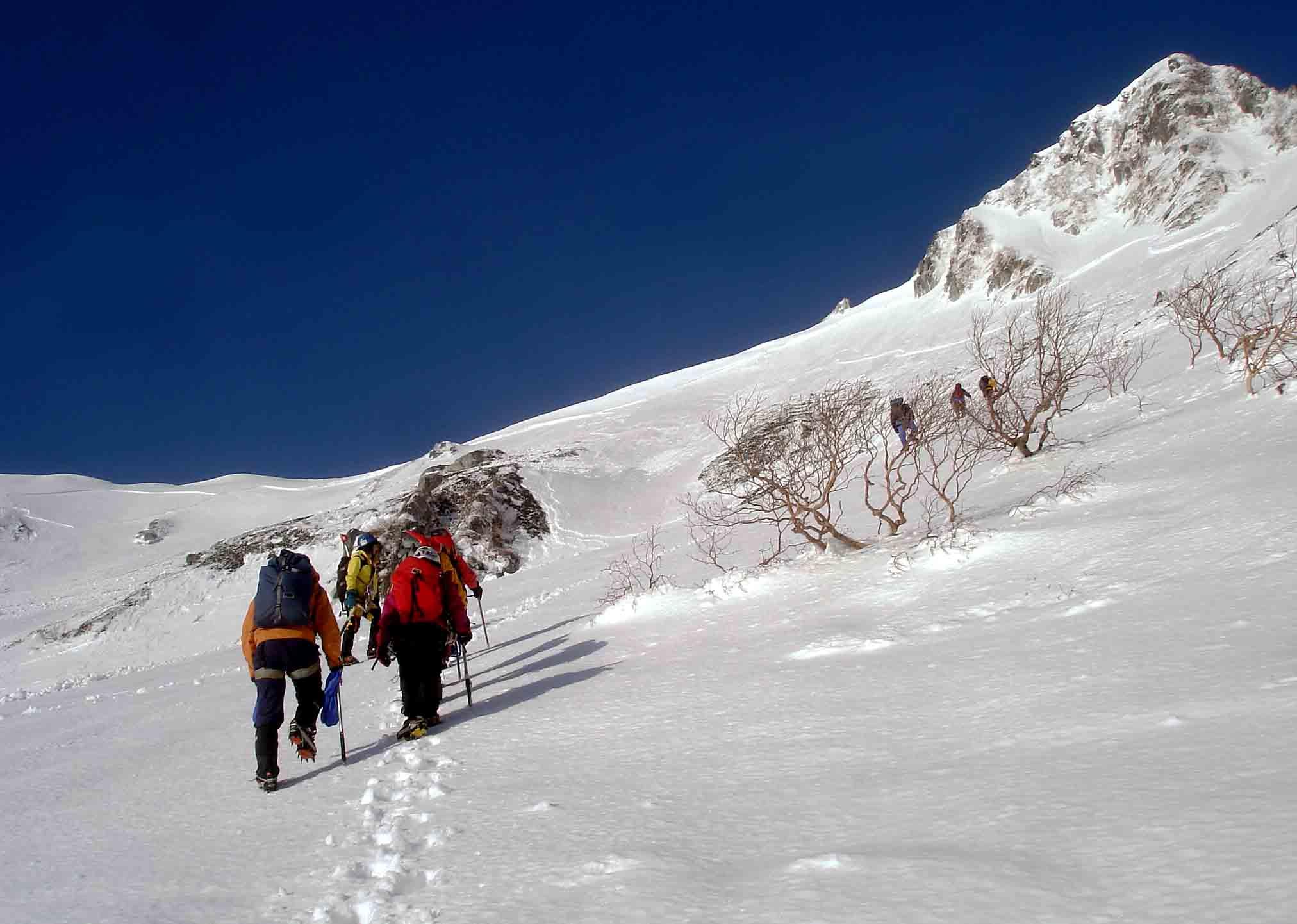 雪庇観察地点へ DSC05878
