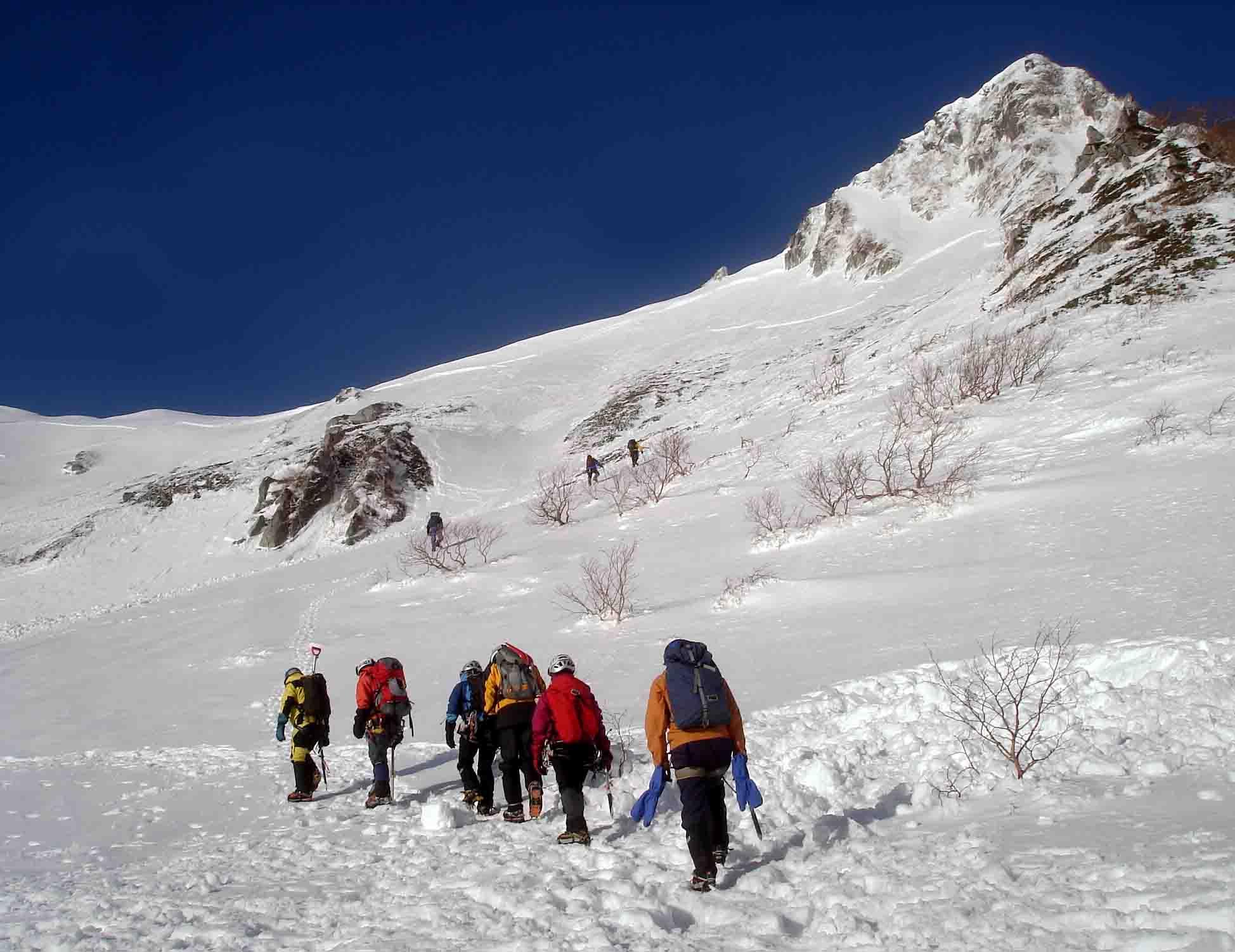 雪庇観察地点へ向かう DSC05874