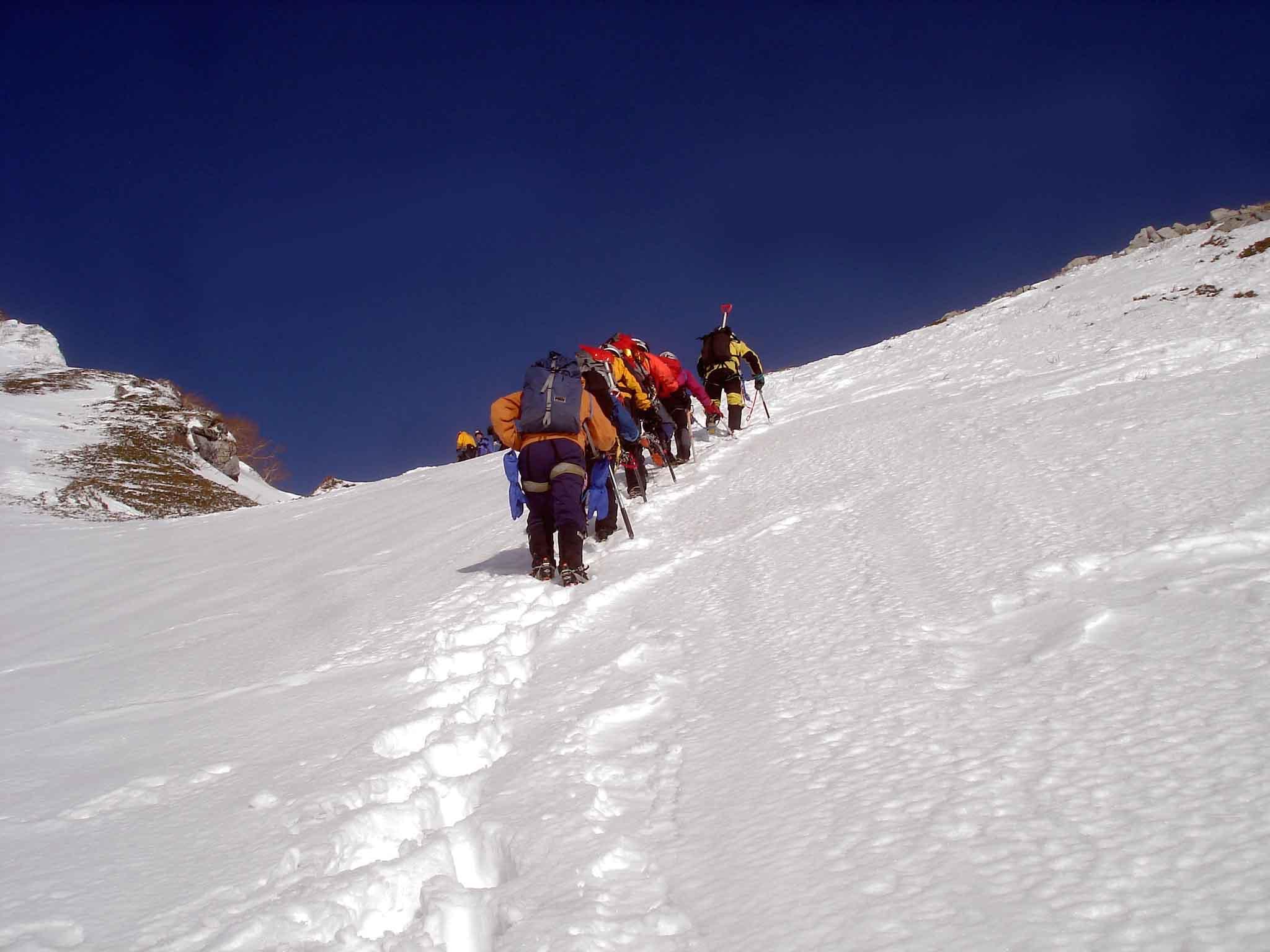 雪庇観察地点へ DSC05887