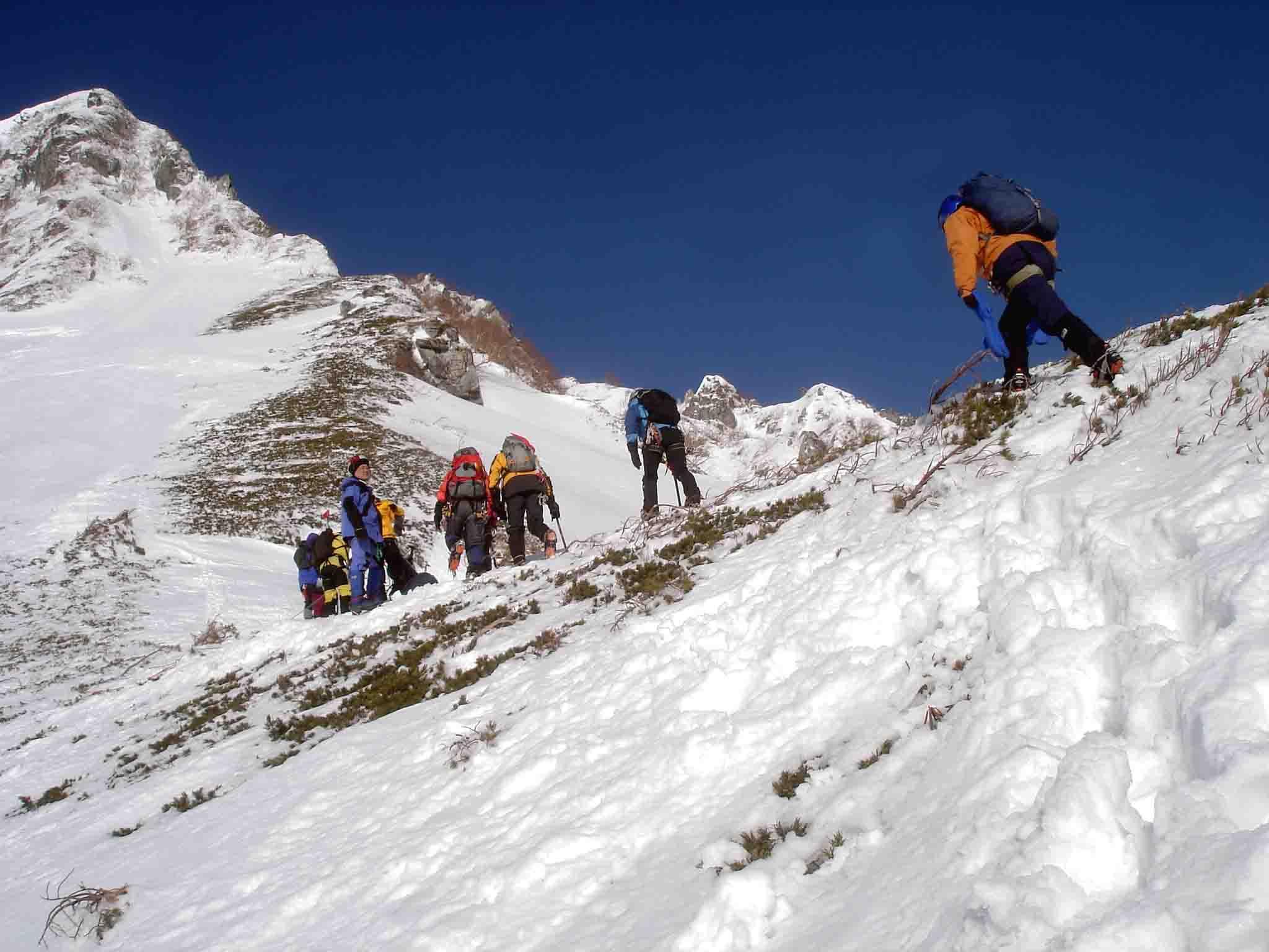 雪庇観察地点へ DSC05890