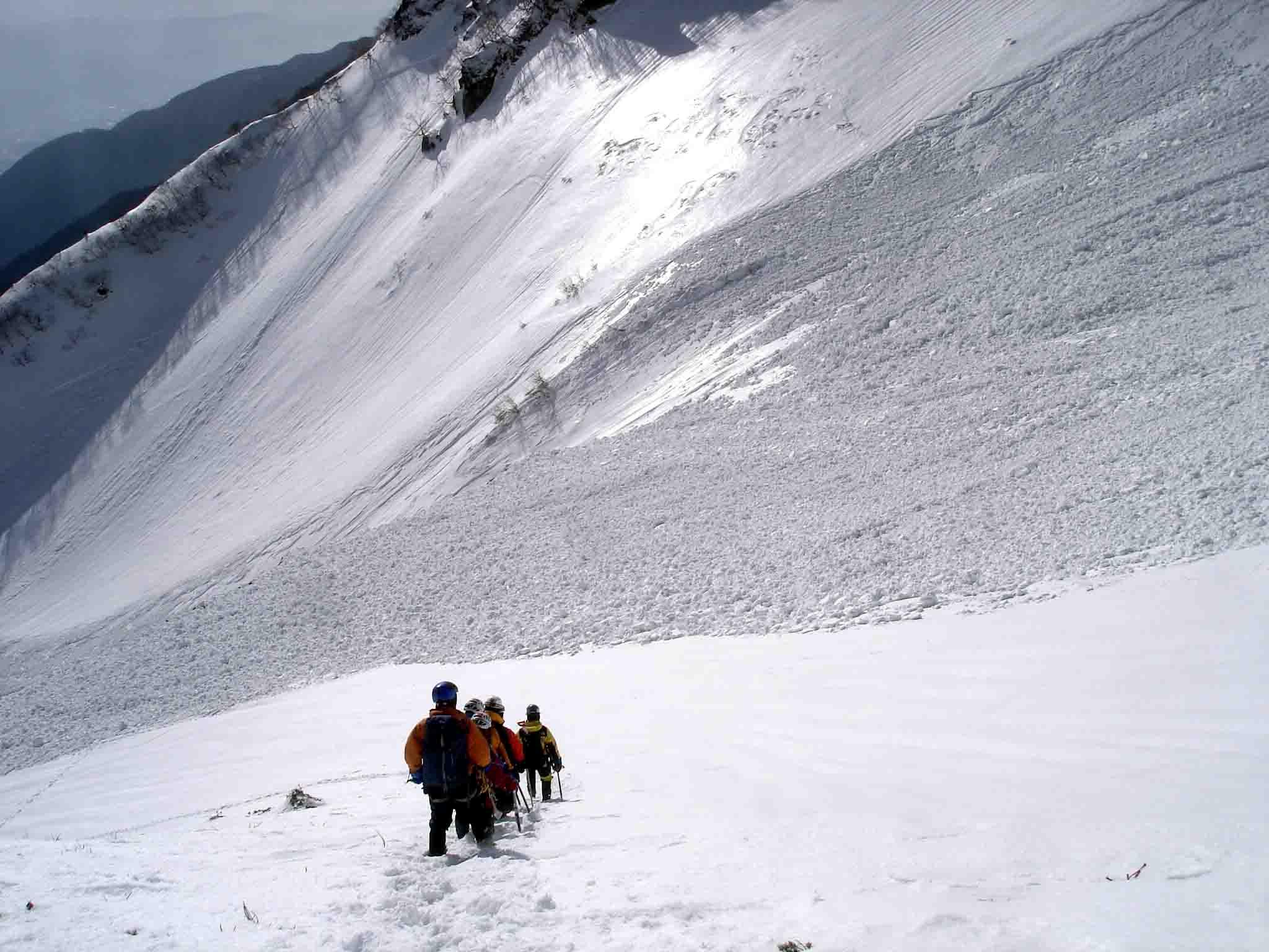 雪庇観察後の下山 DSC05949