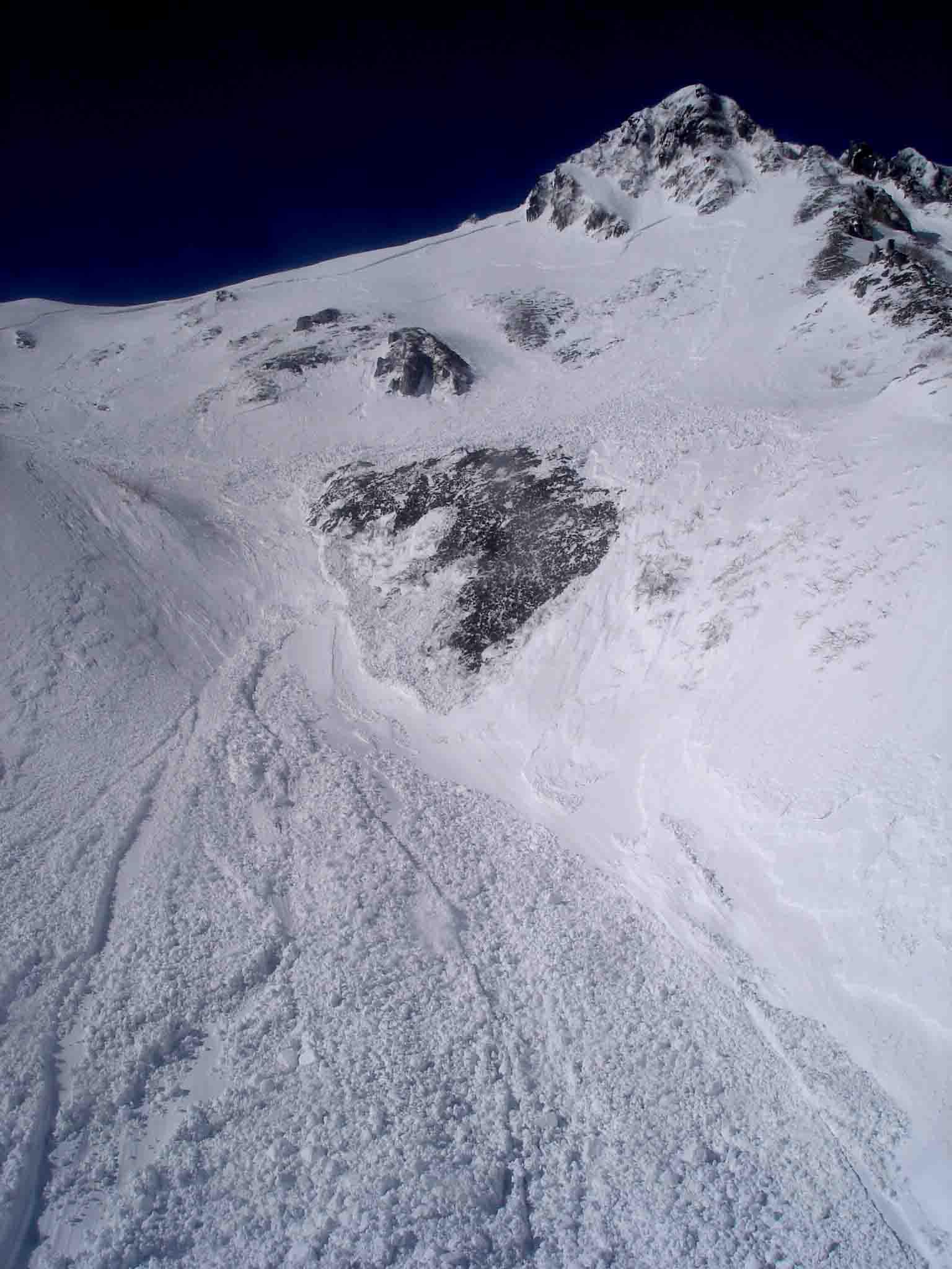 下りケーブルからみる雪崩跡 DSC06018