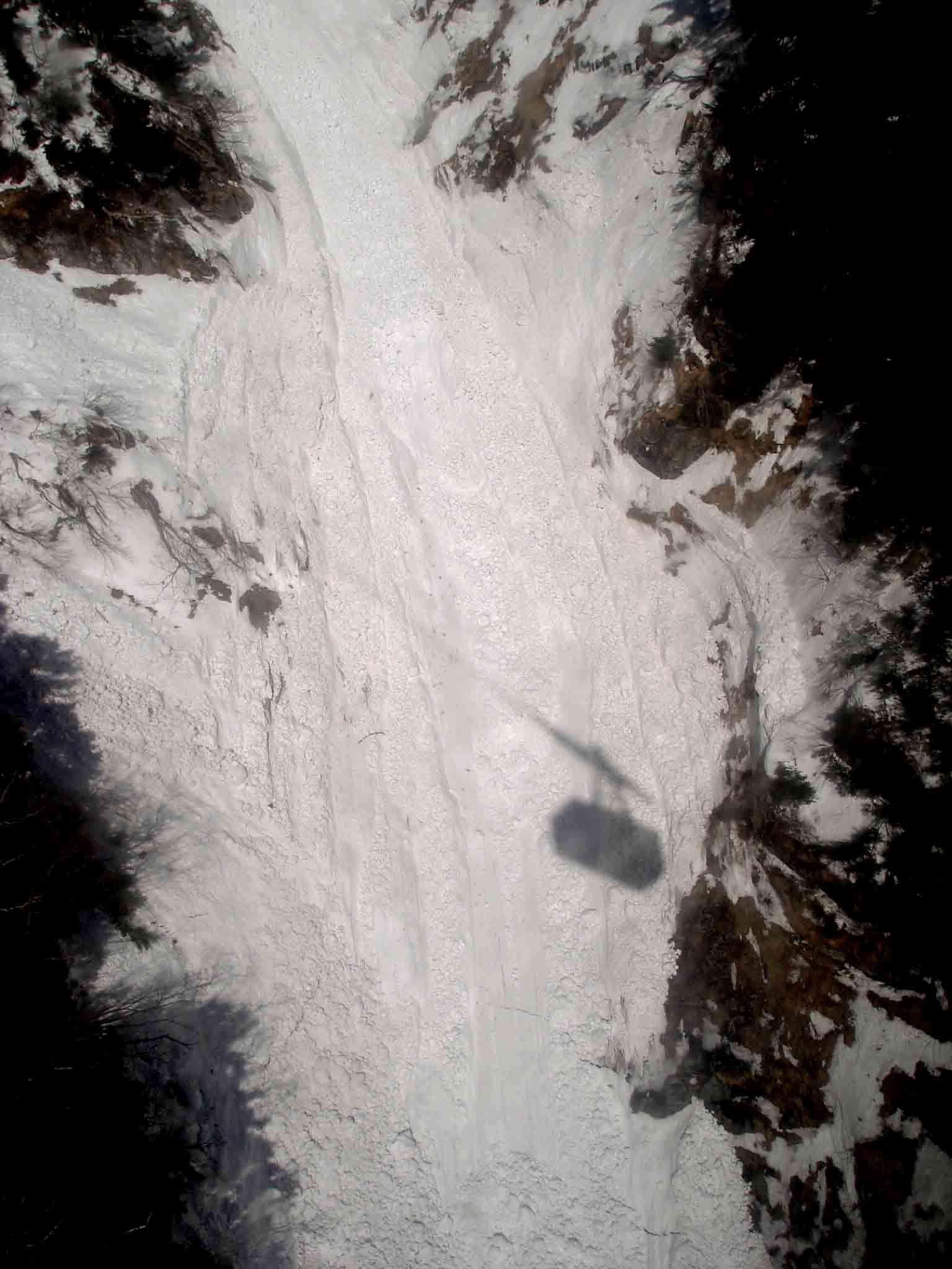 下りケーブルから見る雪河 DSC06027