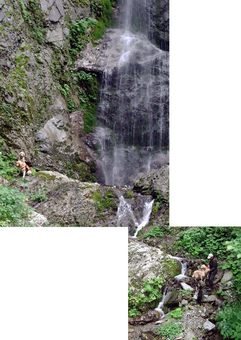 巫女渕の滝で(撮影現場)