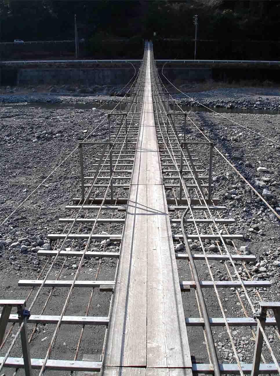 NHの吊橋(対岸方向から見る)