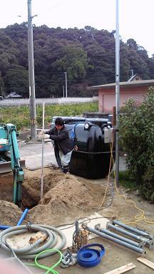 浄水槽と穴