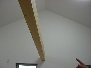 三角天井と梁