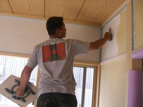 壁の下地塗装:1階和室