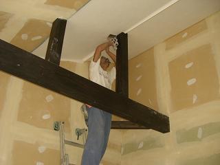 1棟目 勾配天井クロス貼り作業