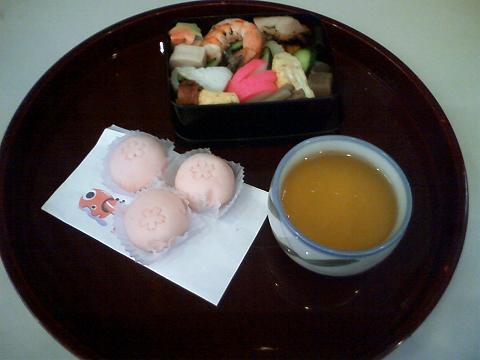 おいしいお弁当と桜餅