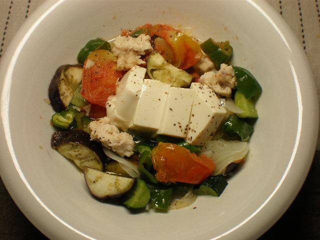 夏野菜と豆腐のホットサラダ