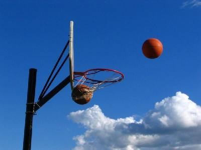 空とボールと