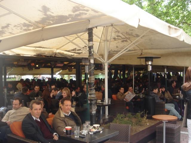 ギリシャのカフェ