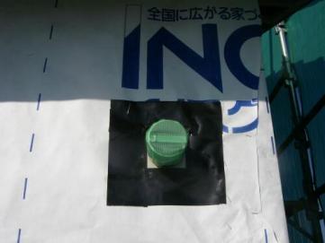 エアコン用・傾斜パイプ気密テープ状況