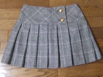 チェックのスカート