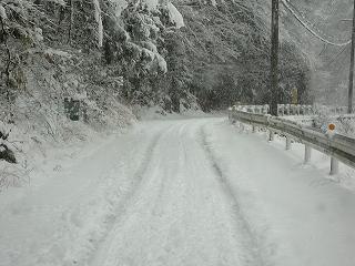 除雪されていない道