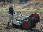 蕎麦畑の耕耘