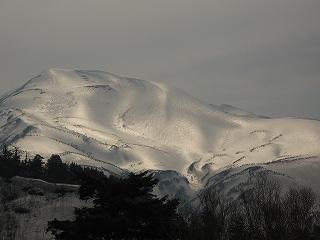 光り輝く雪倉岳