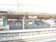 小田急線の鶴巻温泉駅 640x480