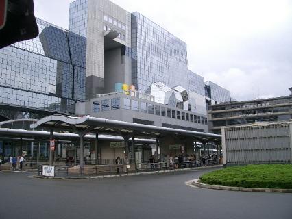 近代的な京都駅ビル