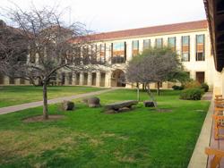 ビジネススクールの中庭