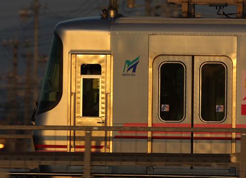 銀色の電車