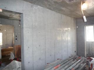 1階賃貸部打放壁