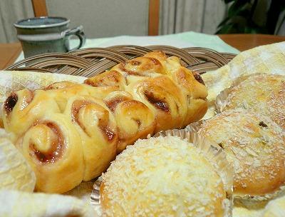 080706焼きカレーパンとジャムのちぎりパン