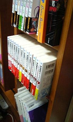 本棚からあふれた。