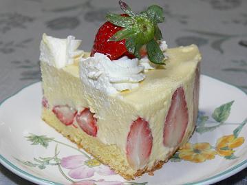 イチゴたっぷりケーキ